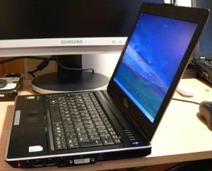 notebook V3205 z boku