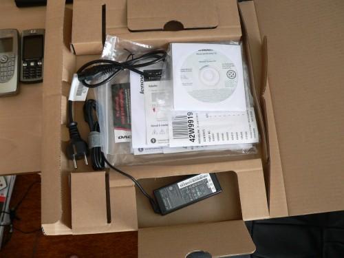 obsah krabice z notebooku