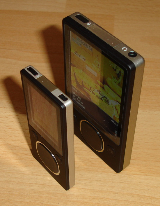 Zune 80GB a 8GB - pohled ze strany